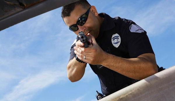 Police_Pointing_gun