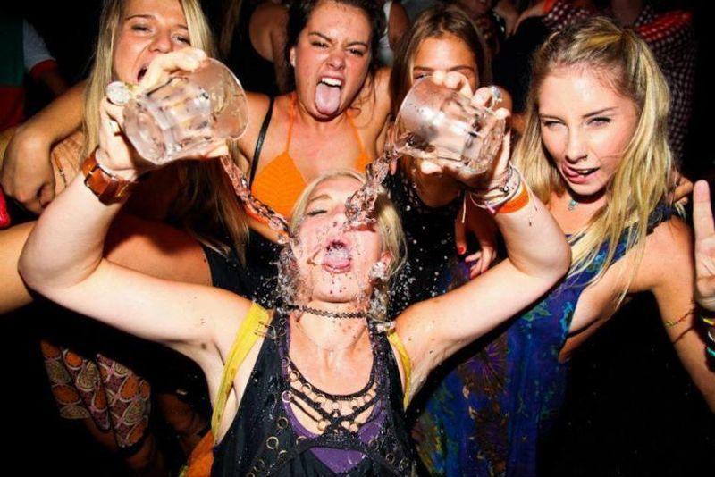 Пьяные девчонки веселятся на фото — pic 15